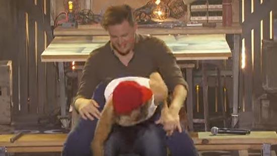 Channing Tatum krijgt lapdance van vrouwlief Jenna