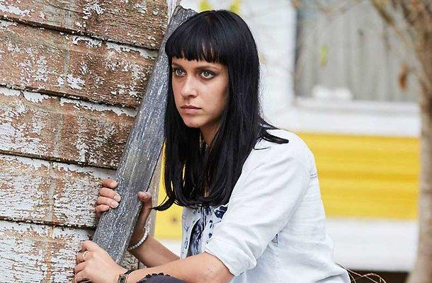 Home and Away-actrice overlijdt drie weken na auto-ongeluk