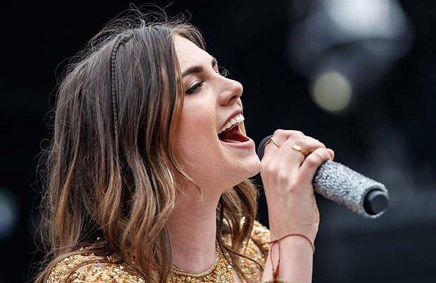 Gaat Maan naar het Eurovisie Songfestival?