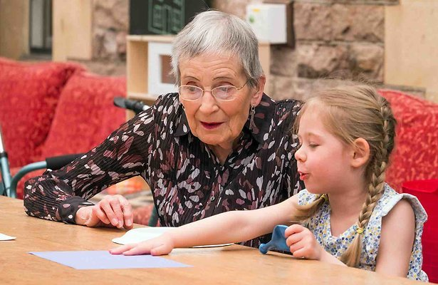 Omroep MAX maakt programma over bejaarden en kleuters