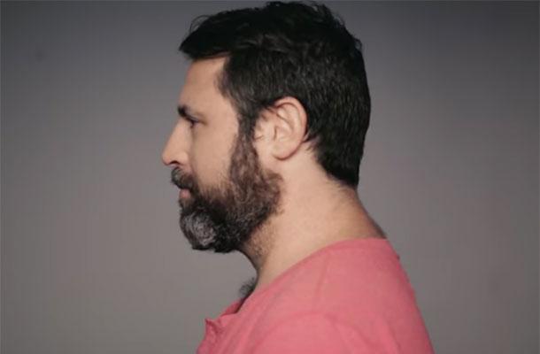 Man scheert baard af na 14 jaar en verrast familie