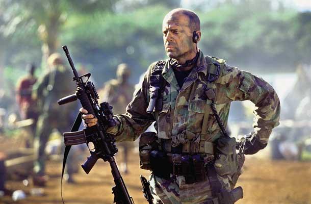 Kan Bruce Willis de mooie Monica Bellucci redden?